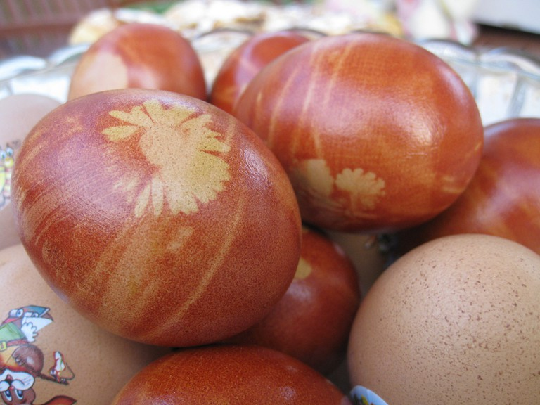Painted wooden Easter eggs | © elPadawan / Flickr