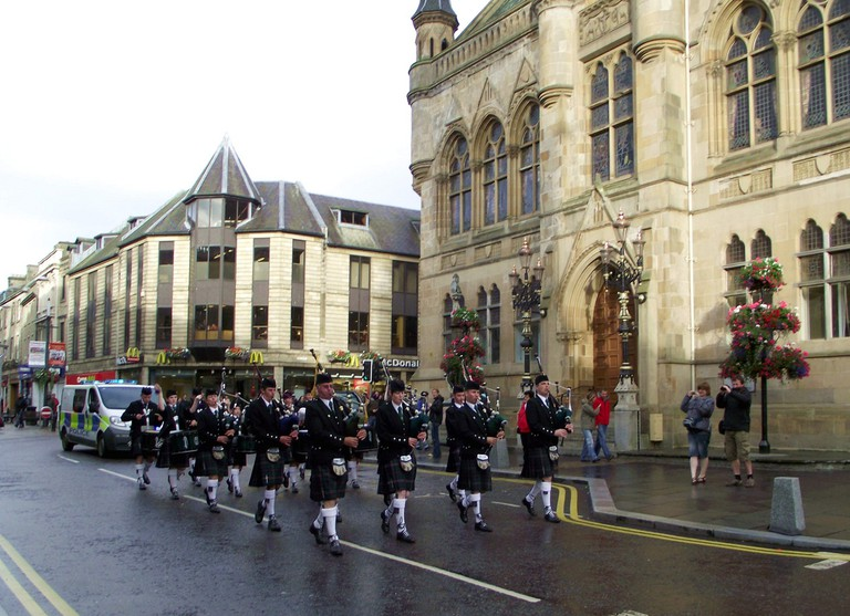 Pipers Passing Inverness Town House | © Dave Conner/Flickr