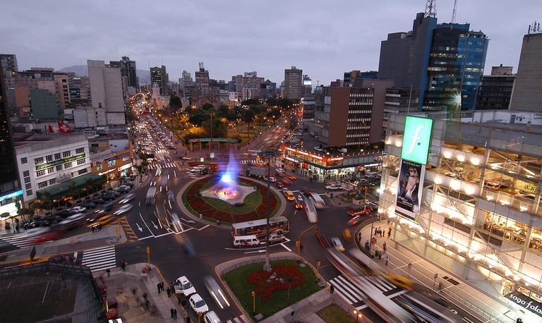 Miraflores' traffic circle where Quick Llama picks up passengers.|©Municipalidad de Miraflores/Flickr