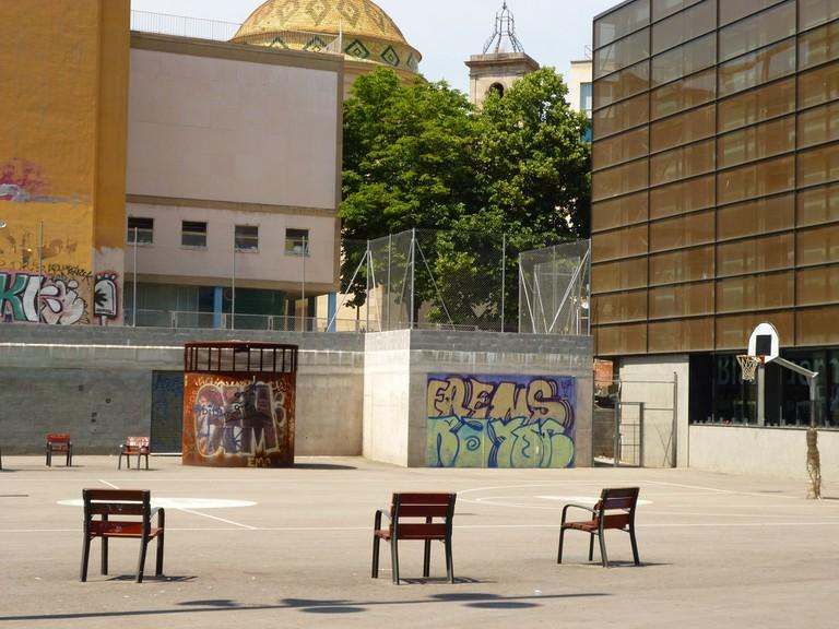 A basket-ball court in El Raval © Oh-Barcelona.com
