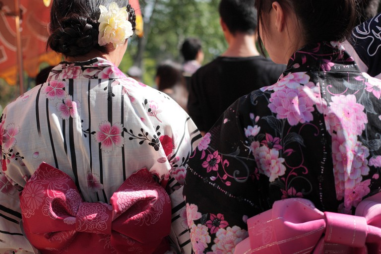 Women wearing colorful yukata | © iyoupapa/Flickr