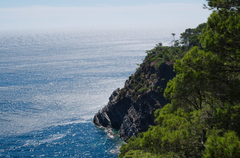 There are many beautiful cliffs on Porquerolles   © Allan Day/flickr