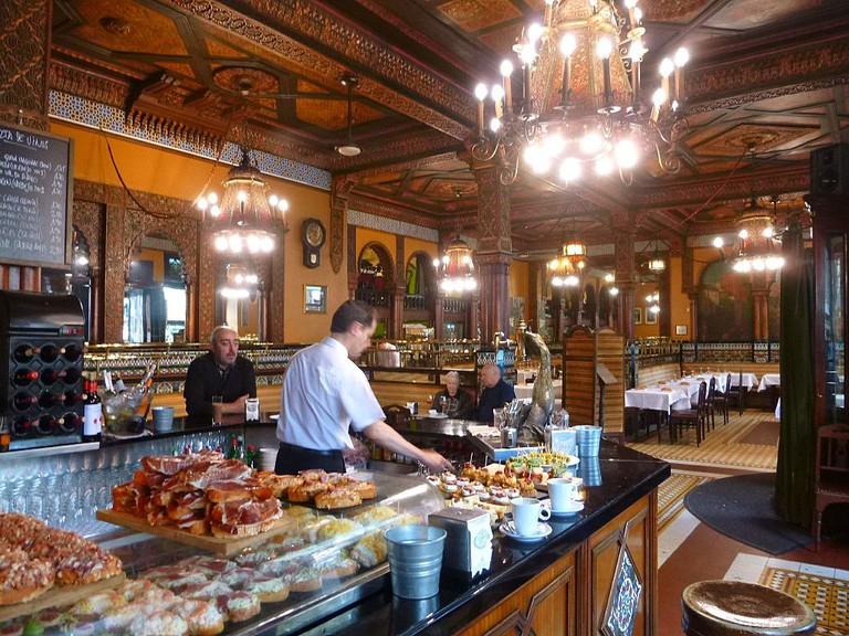 Bilbao, Café Iruña | ©Zarateman / Wikimedia Commons