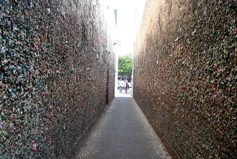 Bubblegum Alley|©flick off/Flickr