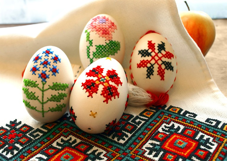 Embroidered Easter eggs | Qypchak© /WikiCommons