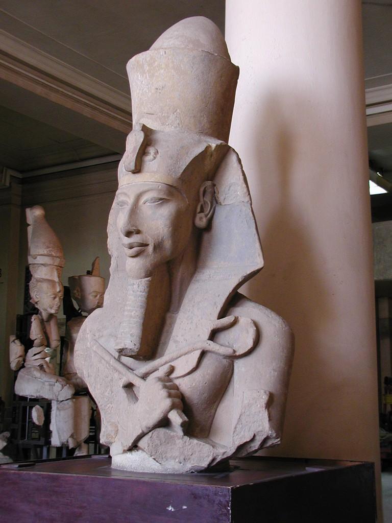 Statue of Akhenaten | © Gérard Ducher / WikiCommons