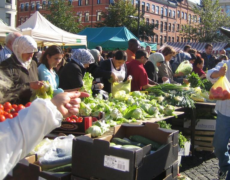 Buy fresh produce at Möllevången Square | © jorchr / WikiCommons