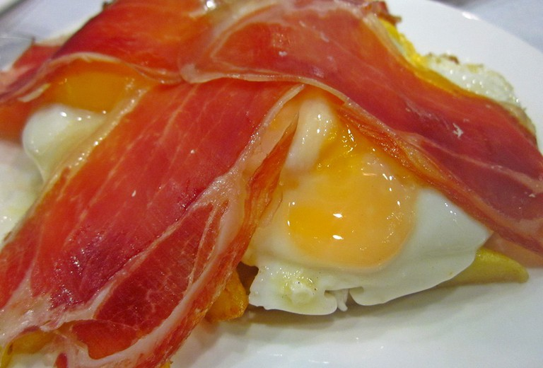 Huevos rotos and ham   © Lori Zaino