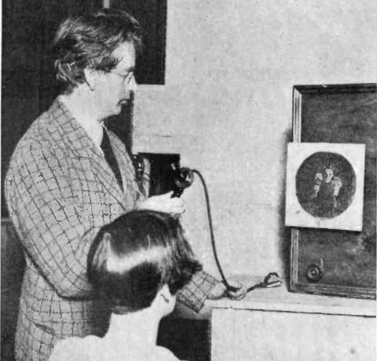John Logie Baird Demonstrating His Television Receiver In 1926 | © WikiCommons