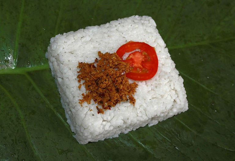 The ceremonial kiribath (coconut milk rice) with accompaniments.|©Wikimedia Commons