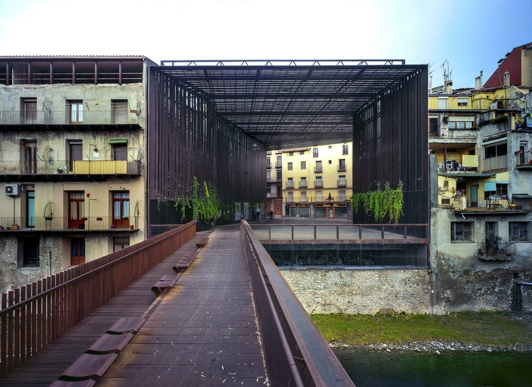 La Lira Theater Public Open Space, 2011, Ripoll, Girona, Spain – in collaboration with J. Puigcorbé | © Hisao Suzuki