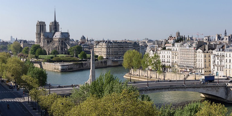 Île de la Cité (left) and Île Saint-Louis (right)│© Myrabella / Wikimedia Commons