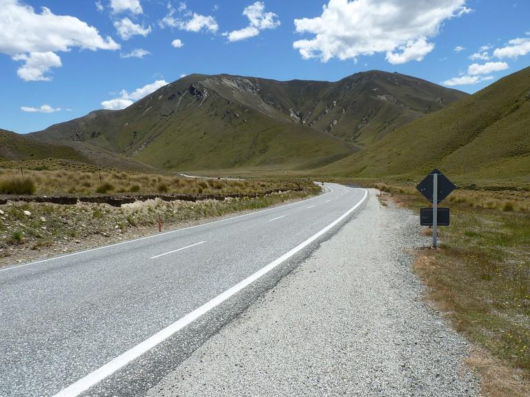 Lindis Pass, New Zealand | © Wikimedia Commons