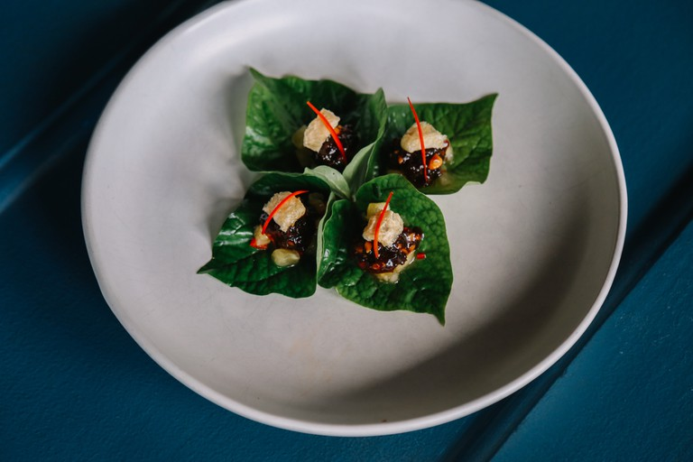 Betel Leaf with caramelised pork, prawn and chicken| © Longtime