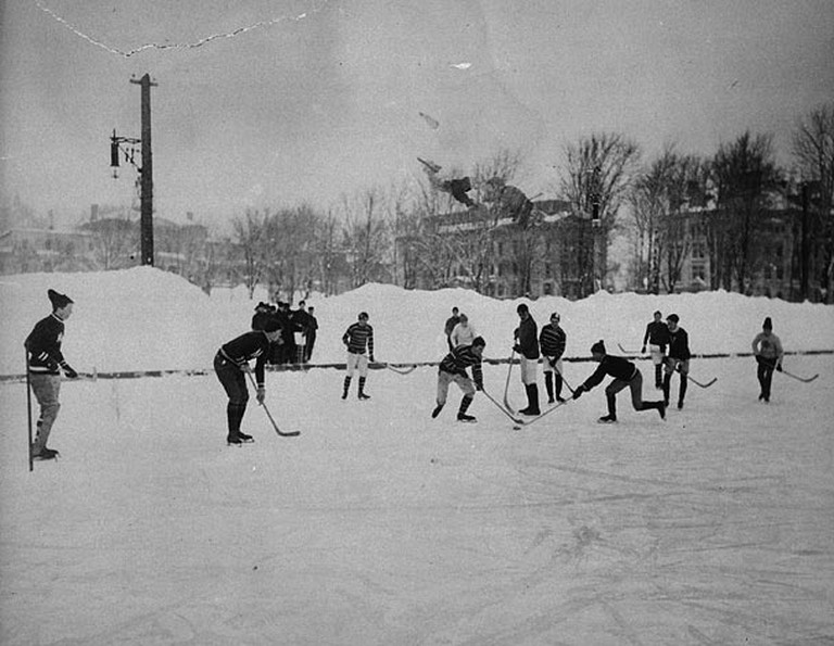Outdoor games have been around since the turn of the century | ©Notman & Son / Wikimedia Commons