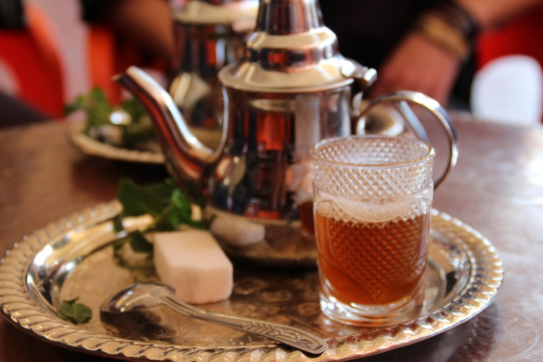 Tray with sugar, teapot, and glass of mint tea | © Thibaut Démare / Flickr