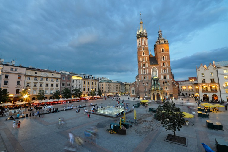 St. Mary's Basilica and Main Square at dusk | © Jorge Láscar/Flickr