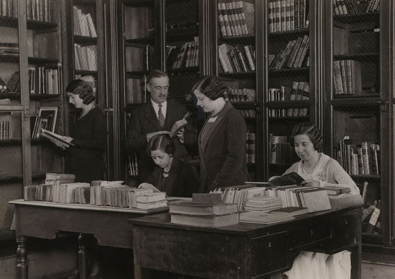 Madrid locals using the library back in the day | © Biblioteca Nacional de España
