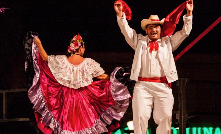 Vibrant celebrations call for vibrant accents | © Oscar Carvajal/Flickr
