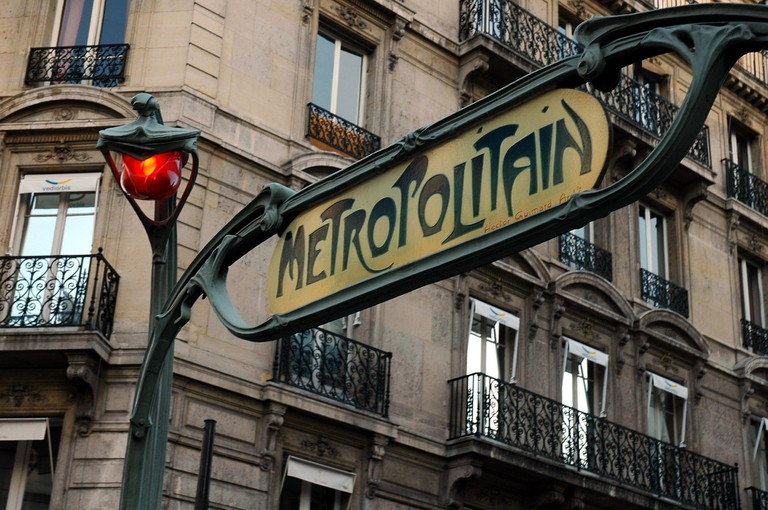 Paris metro entrance │© skeeze / Pixabay