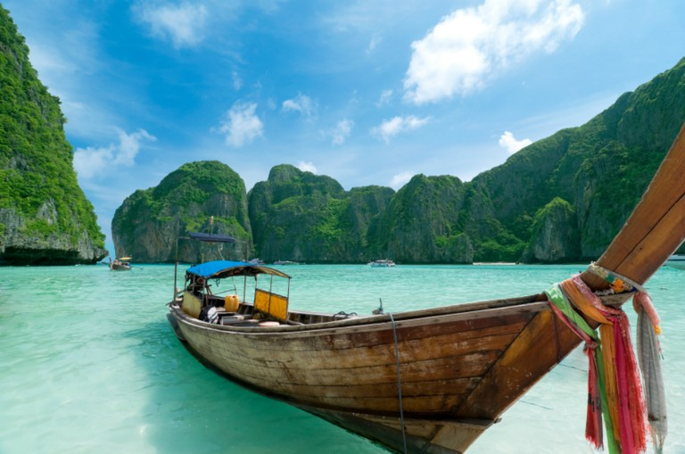 Boating in Phuket © GeoTravellers / Wikimedia Commons