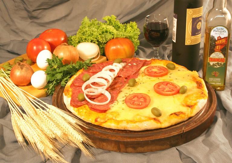 Pizza and olive oil © Roberto Kabana/Pixabay