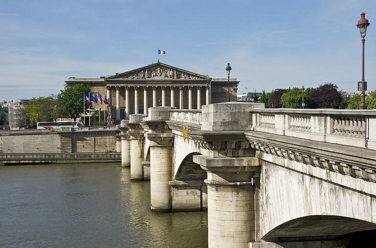 Pont de la Concorde and the Assemblée nationale │© Jebulon / Wikimedia Commons