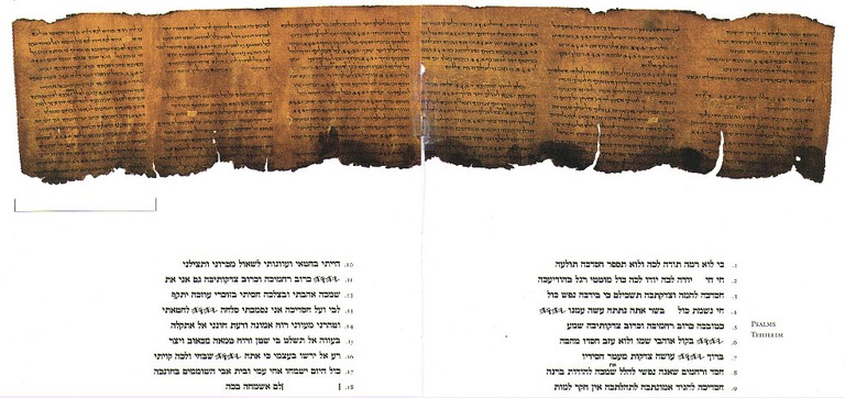 The Psalms scroll, one of the Dead Sea scrolls, with Hebrew transcription | © Library of Congress / WikiCommons
