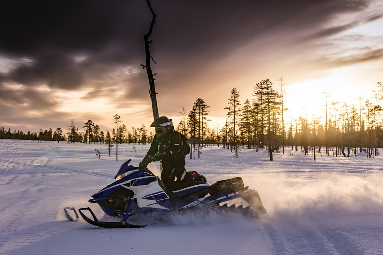 Riding a snowmobile in Lapland / Pixabay