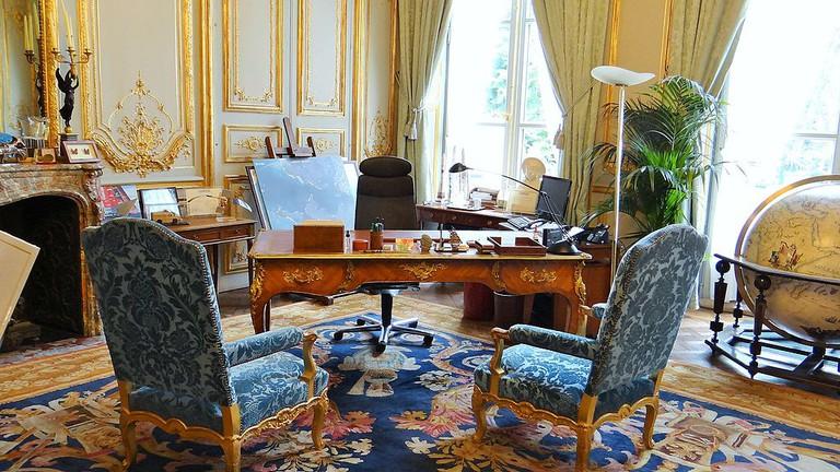 The Salon Bleu at the Ministère de la Défense at the Hôtel de Brienne │© Ibex73 / Wikimedia Commons