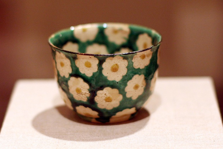 Antique Japanese teacup in the Brooklyn Museum | © Brooklyn Museum/WikiCommons