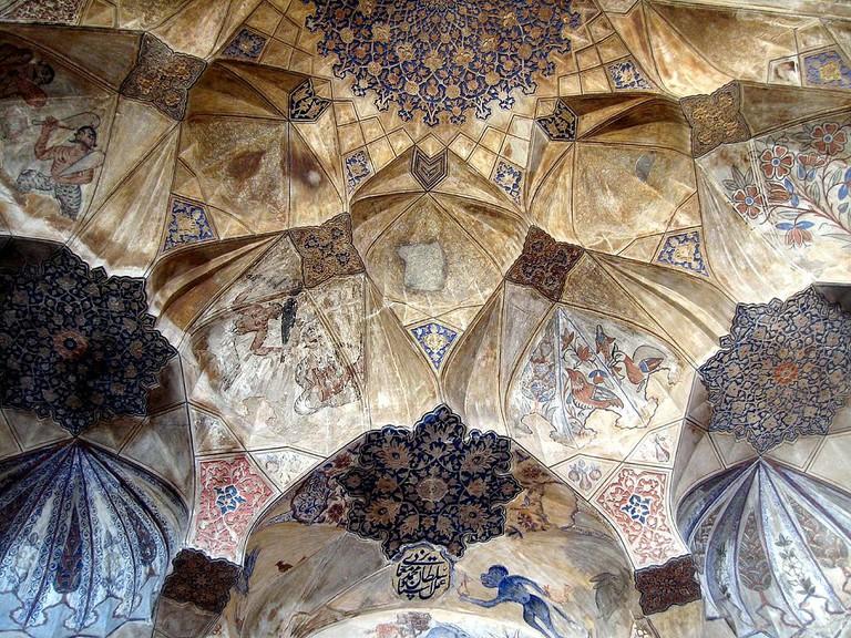 The frescoes at the Ganjali Khan Bathhouse entrance are among the highlights | © Laura & Fulvio / Wikimedia Commons