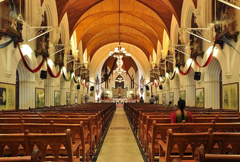 Interior of San Thome Basilica in Chennai   © Joe Ravi / WikiCommons
