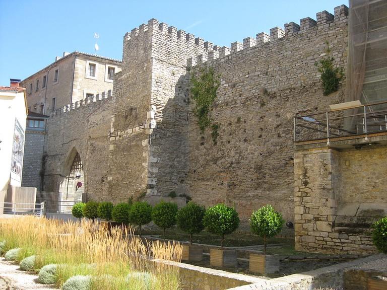 Medieval wall, Vitoria Gasteiz | ©Guyletsbuild / Wikimedia Commons