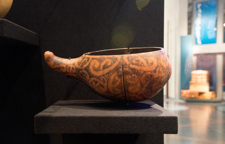 Taha wai (Maori water vessel) on display at Te Papa Museum | © D Coetzee/Flickr
