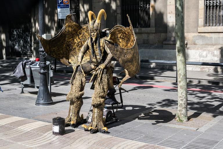 A street performer on La Rambla | © dconvertini/Flickr