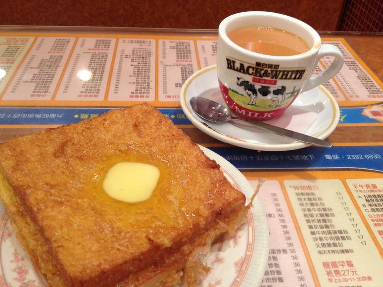Hong Kong-style French toast and milk tea   © Kansir/Flickr