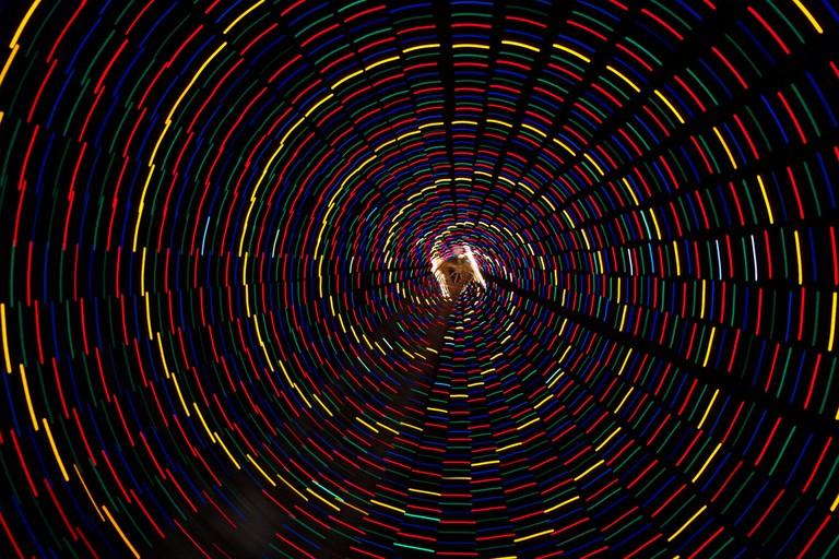 Spin beneath the Tree | © MrLaugh/Flickr