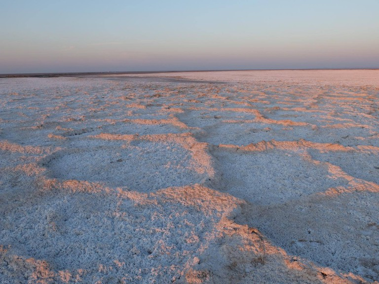 Only one square kilometer of Namak Lake is covered in water | © Franco Pecchio / Flickr
