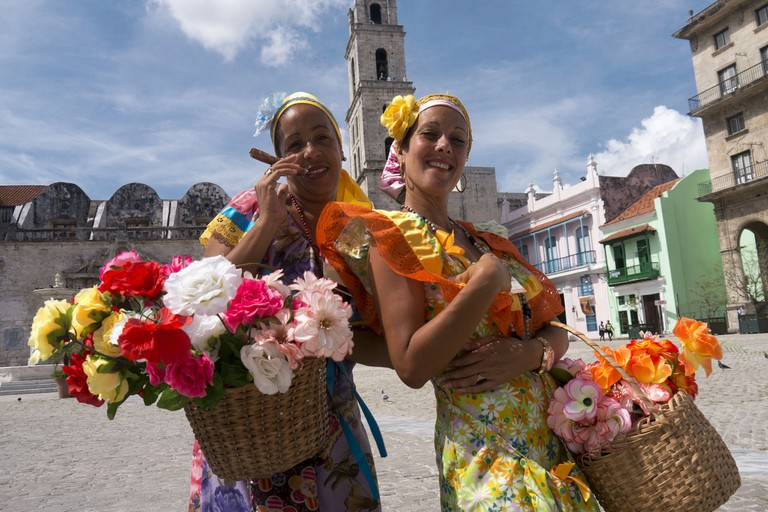 Flower sellers dressed in traditional costumes | © Bryan Ledgard / Flickr