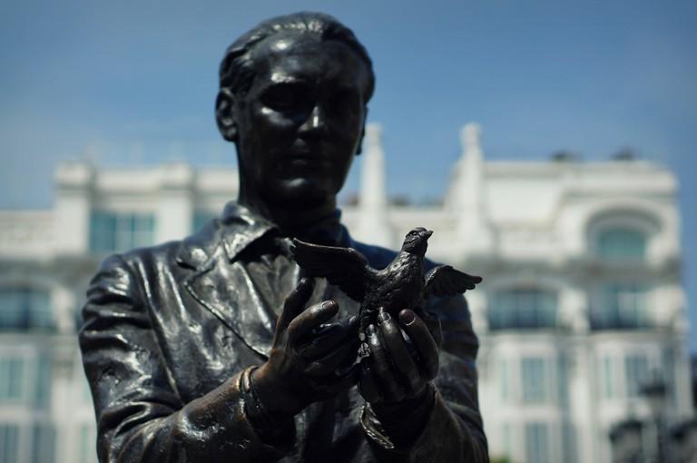 "<a href=""https://www.flickr.com/photos/gflam/"" target=""_blank"" rel=""noopener noreferrer"">Statue of Garcia Lorca in Madrid | Guillaume Flament/Flickr</a>"