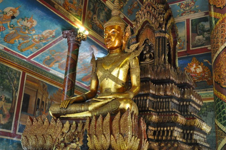 Wat Phnom, Buddha in the Central shrine