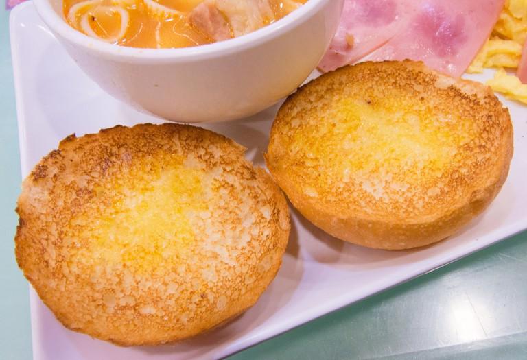 Crispy condensed milk buns   ©sstrieu/Flickr
