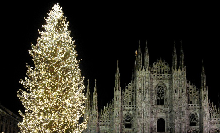 Christmas in Milan | © angelocesare/Flickr https://www.flickr.com/photos/angelocesare/2133002142/in/photolist-4fuce1-edKXia-7uWxF7-edS3m3-edLApk-pX8cfq-edSBGu-7o13YL-7pn9NZ-4fjA6B-tPPxL-edSvmA-4bPtm1-edKy8R-edRHzS-7nW8MF-edKZnt-edKnsB-edRSEb-4cfGqu-edLmBH-edRM8f-7oDaQr-edM5Gg-edM76M-7o14u7-uj1VN-qiGBN7-edRDod-7wuT2-4jofYp-5M8Zj8-ibERaV-edLsPt-7o12Y9-edRmvA-4fcCUA-7ozdj9-5LFe2H-edLfMr-943LHb-edKAWP-7q3Btz-edS7fj-edSng5-7pVFPf-edM4u6-5QWV2D-7zeX6-edLaJg