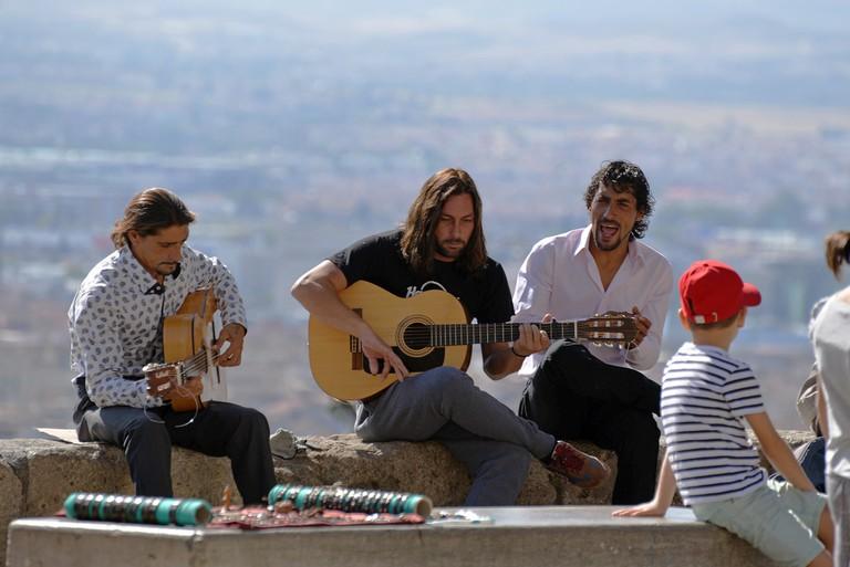 """<ahref=""""https://www.flickr.com/photos/hbarrison"""">Live flamenco on the San Nicolas viewpoint, Albaicín, Granada   © Harvey Barrison/Flickr</a>"""