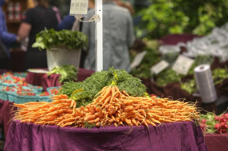 Carrots at Portland Farmer's Market |© Ian Sane/Flickr
