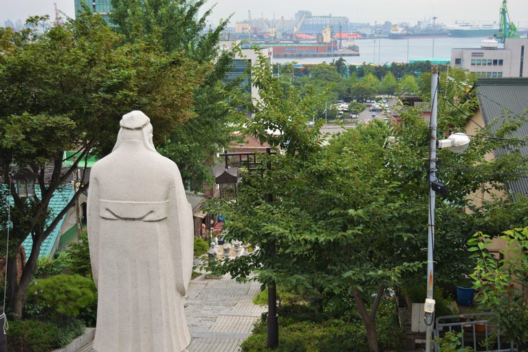 Confucius looks out over Chinatown   © Yeong-Nam / Flickr
