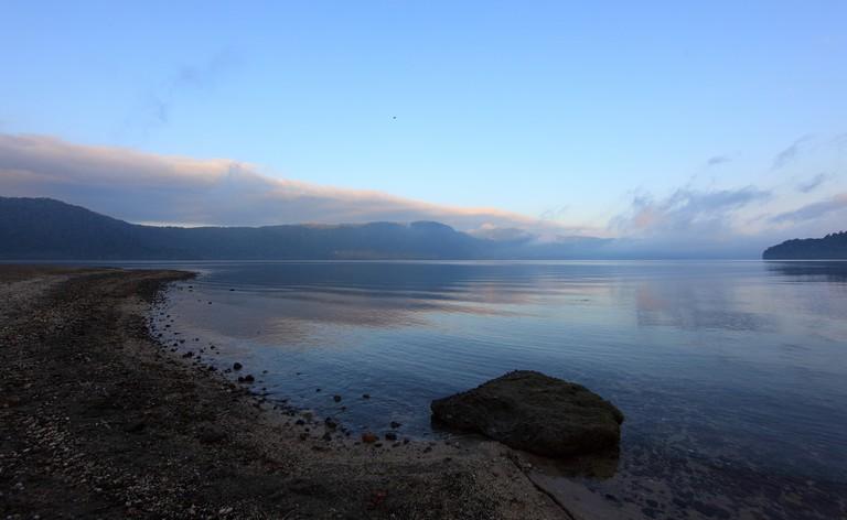 View / 湖畔(こはん) (lakeside)| © PROTANAKA Juuyoh (田中十洋) / Flickr