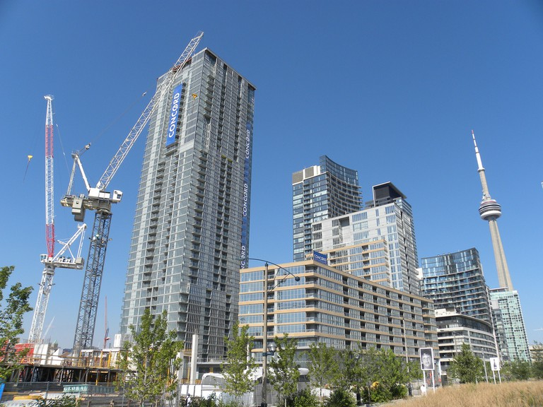 Condo tower construction | © JasonParis/ Flickr
