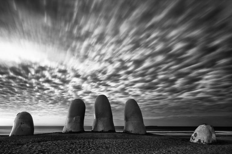 The Hand, Uruguay | © Jimmy Baikovicius/Flickr